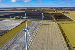 windmills-and-green-grass-field-1605268
